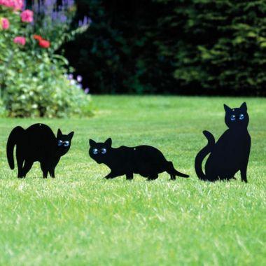 Atrapy koček z černého kovu s blyštivýma očima