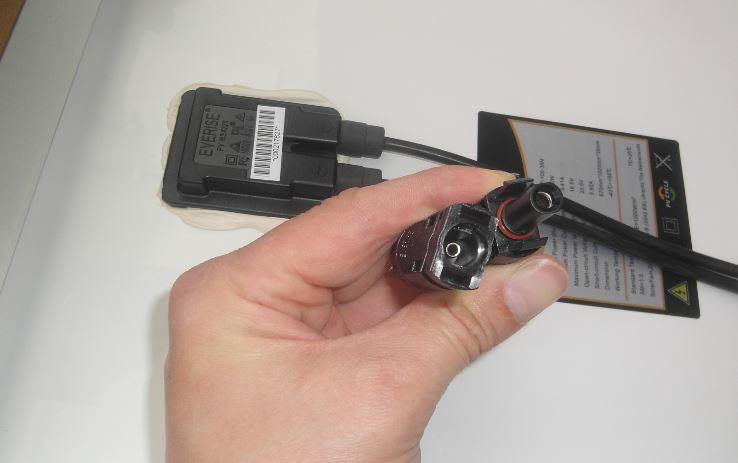 Konektory SMC4 na solárním panelu